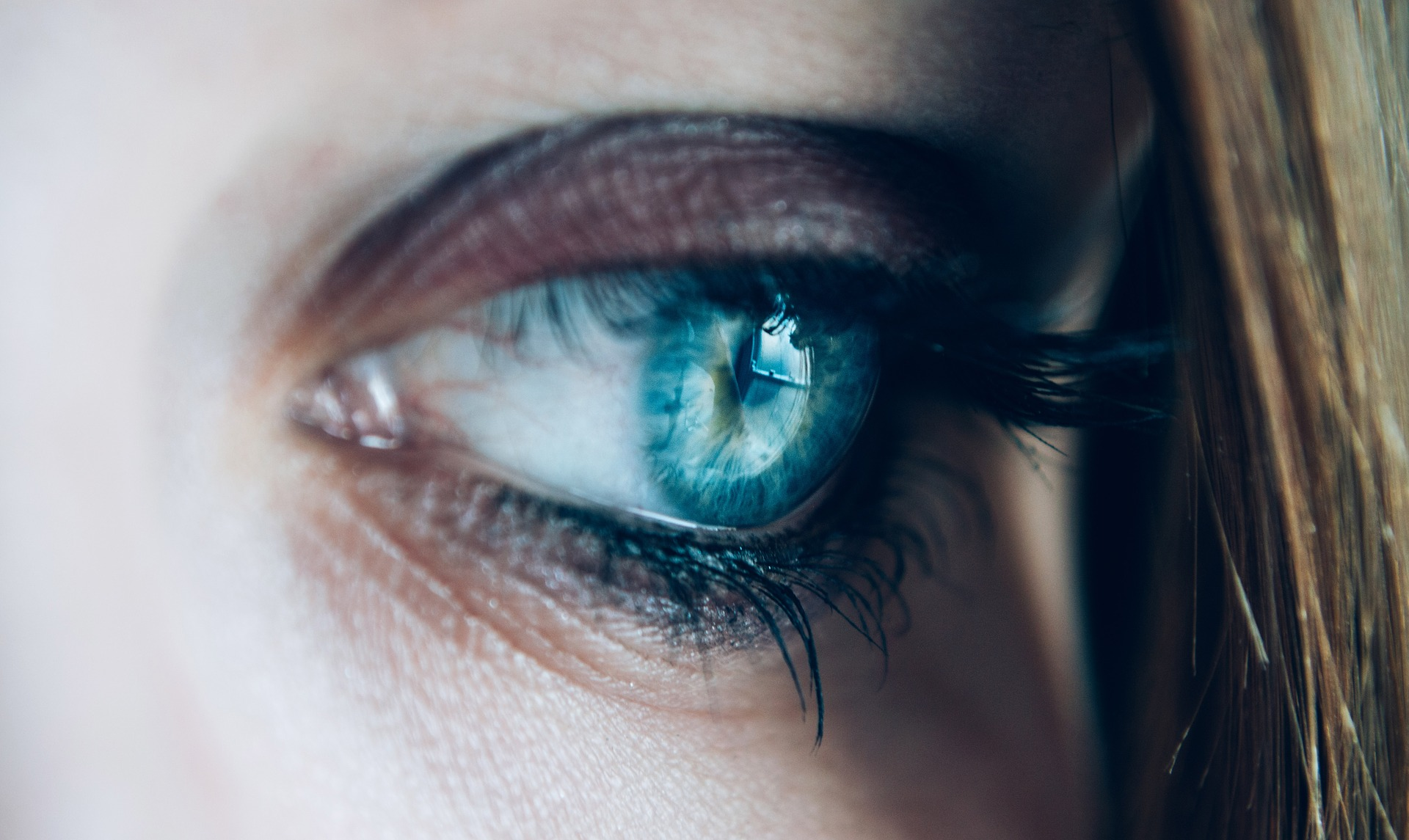 Kaufen Sie weiße Kontaktlinsen
