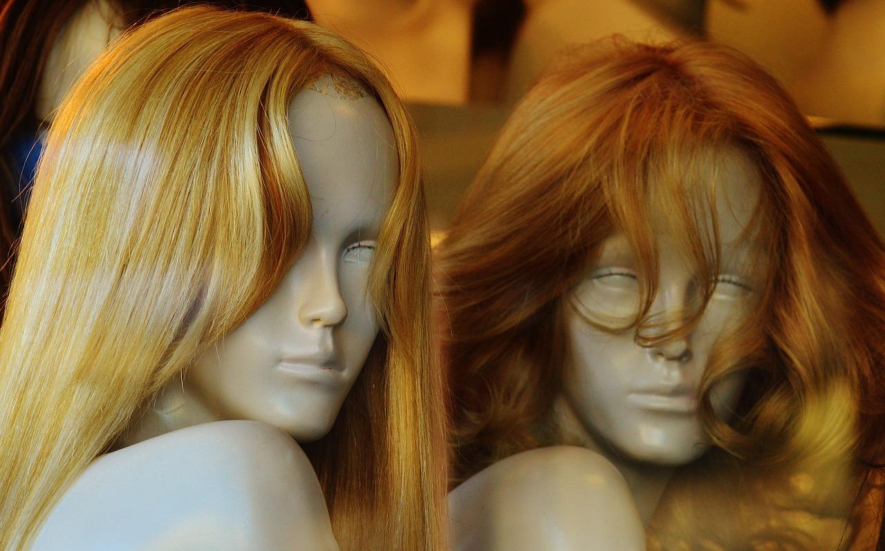 Warum mehr Frauen synthetische Perücken tragen