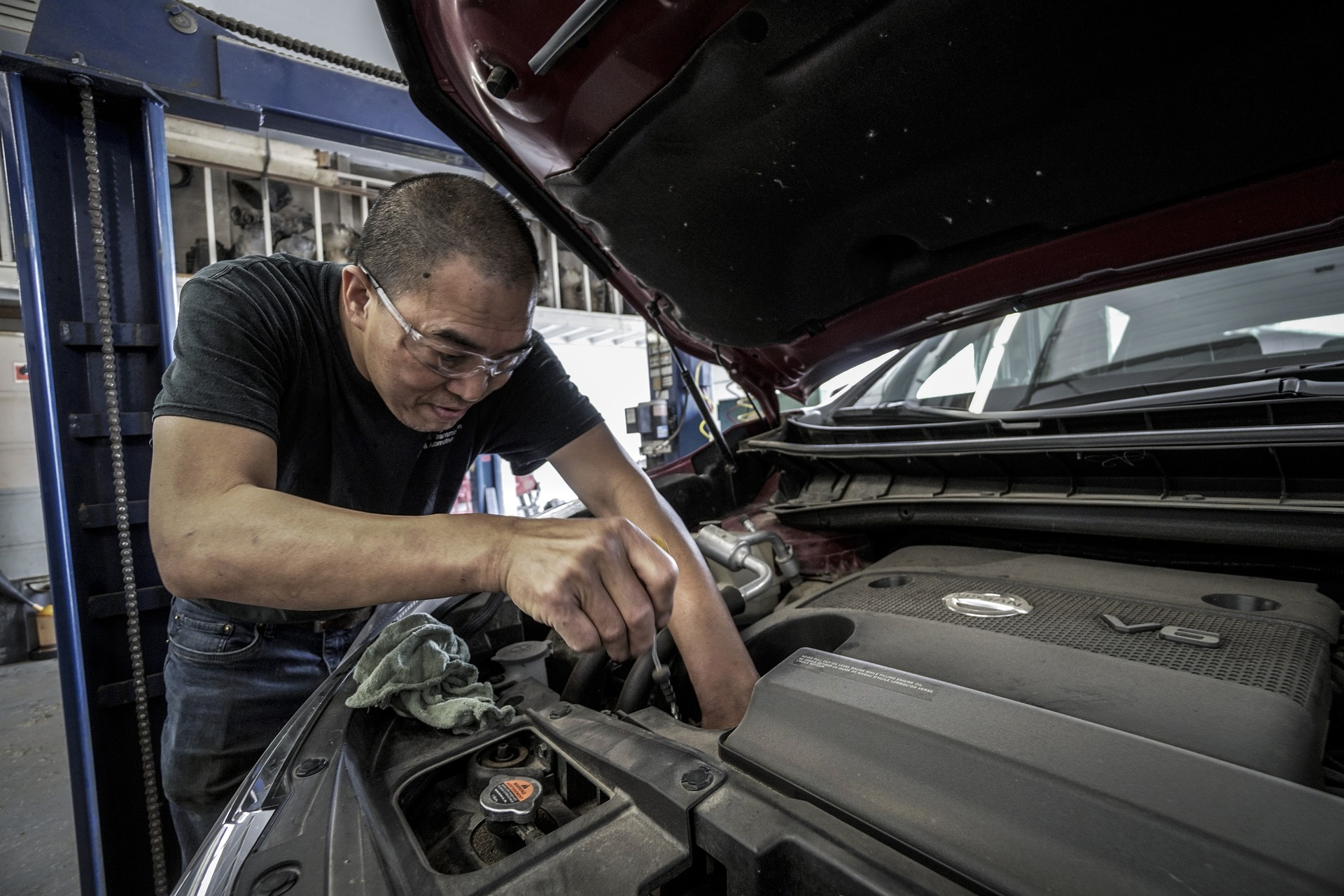 The Services And Benefits Of Hiring A Mechanic
