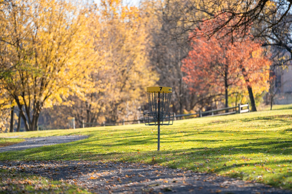 Enjoy The Family-Friendly Fun Of Frisbee Golf