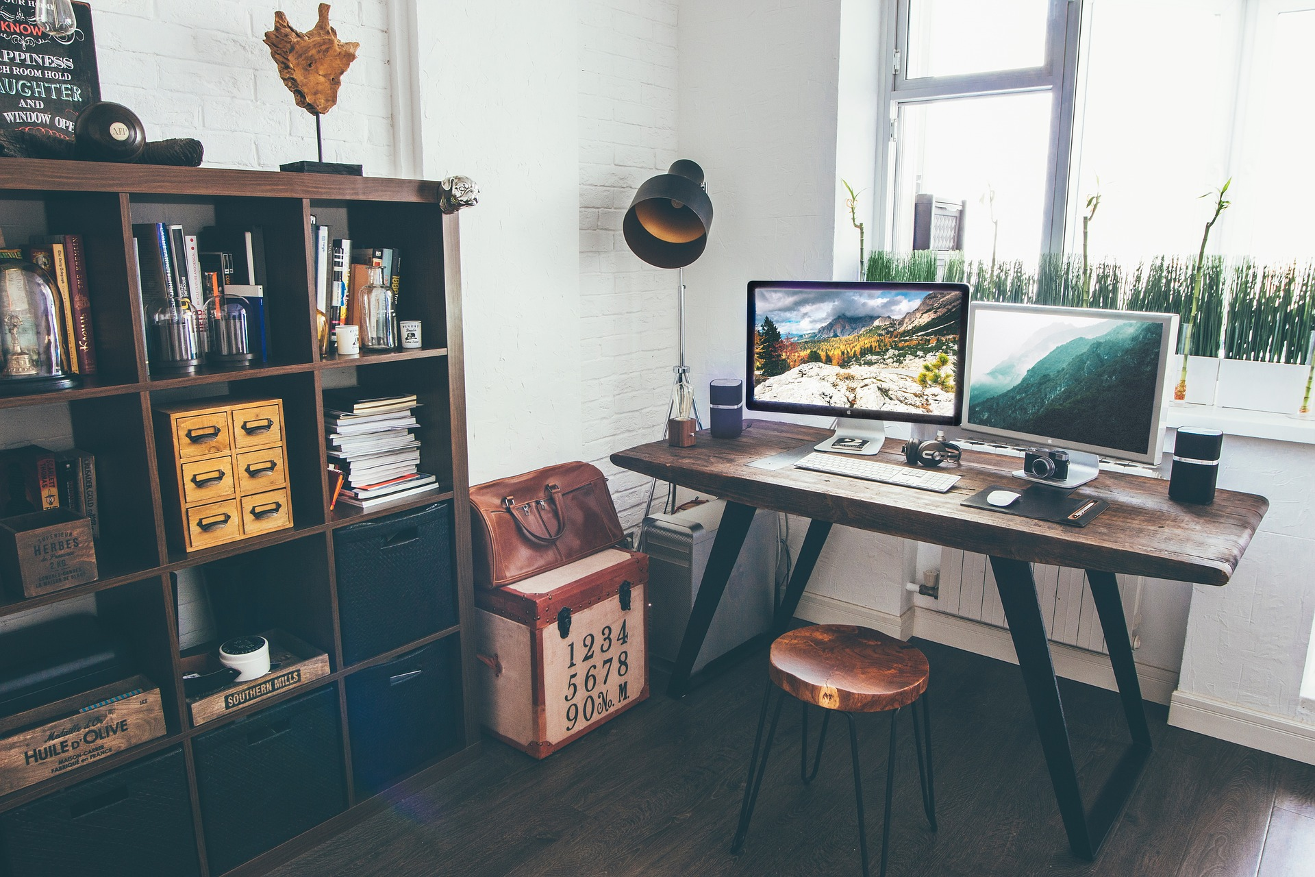 The Types And Benefits Of A Corner Office Desk