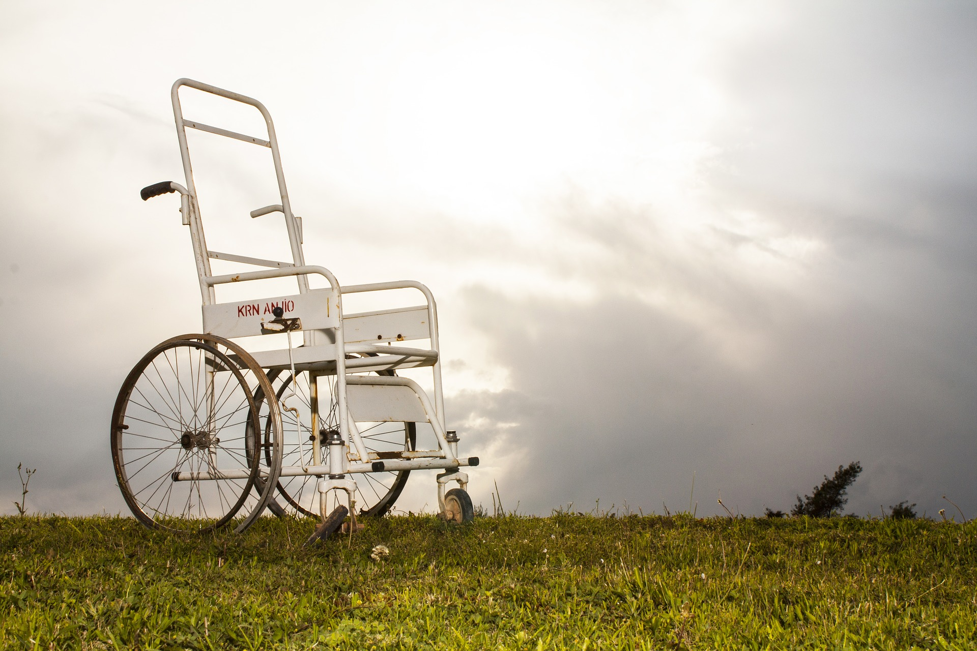 The Types, Benefits And Tips Of A Walking Frame With Wheels