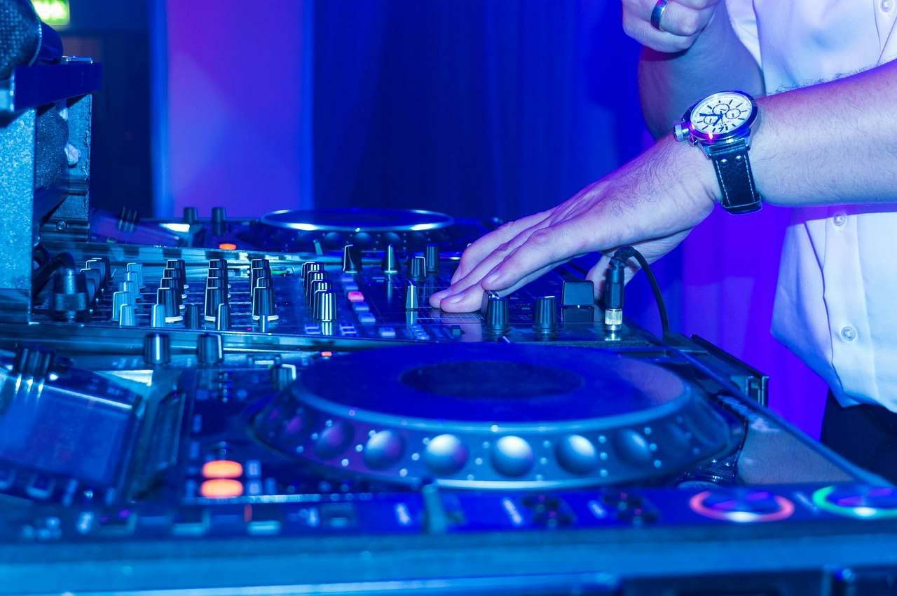 Three Reasons To Hire A Mobile Disco For Your Norfolk Party